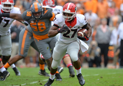 Nick Chubb takes off on what would be his last carry of the 2015 season, a two-yard gain on a toss sweep around left end. AJC / BRANT SANDERLIN