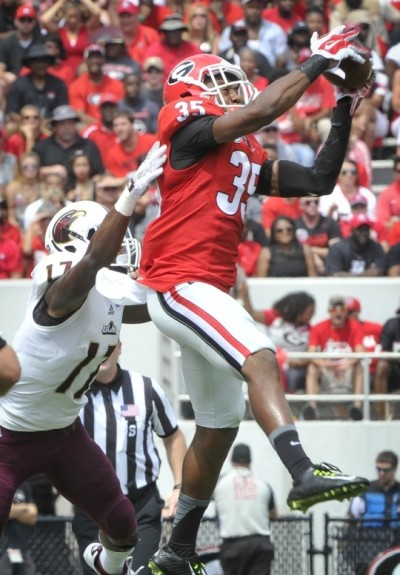 Aaron Davis notched an interception for the Dawgs Saturday. (Associated Press)